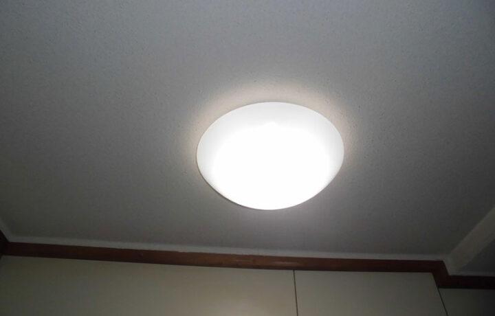 富山市公営団地 玄関照明交換